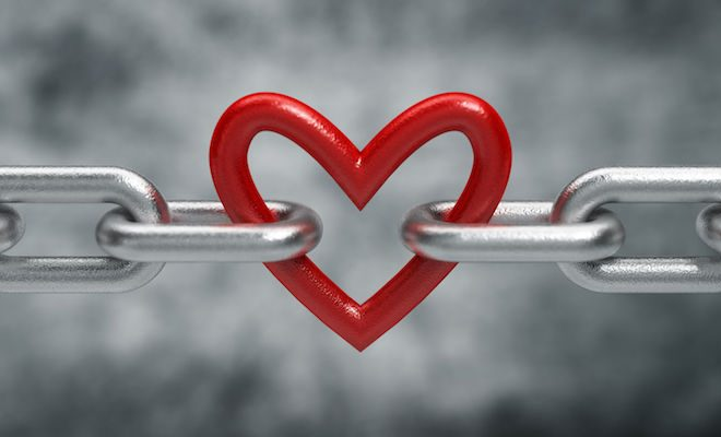 35268783 - chain with heart